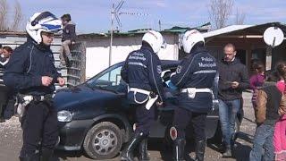 Napoli - Blitz in campo rom Scampia, rimossi allacci abusivi (17.02.15)