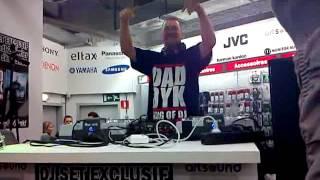 DJ daddy K Medi Markt Liège le 02-02-2013 vidéo 4
