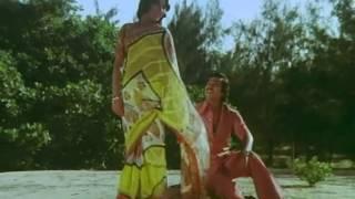 Ore Naal Unnai Naan - Rajnikanth, Kamal Haasan, Sripriya - Romantic Song - Illamai Oonjaladiukirathu