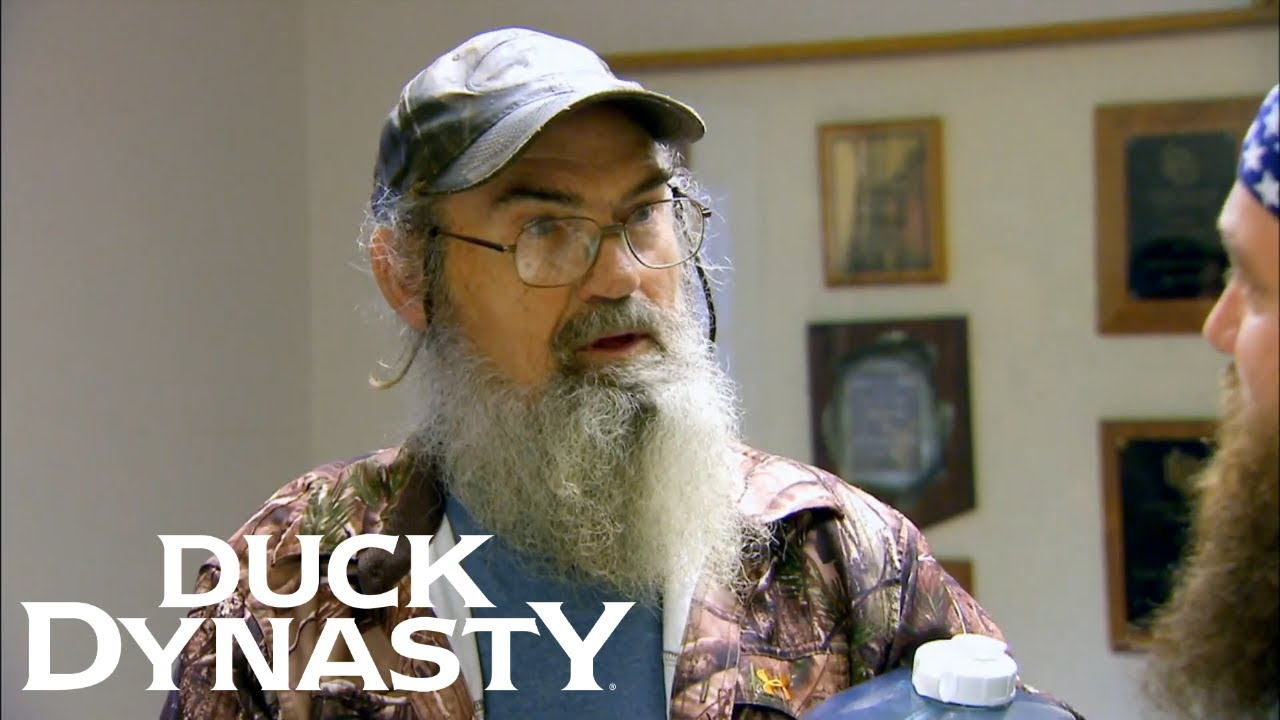 Download Duck Dynasty: Si Embarrasses Willie on the Radio (Flashback)   Duck Dynasty