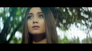 "Jasmine Thompson – Adore [Official Video](Download ""Adore"" EP on iTunes: http://smarturl.it/AdoreEP Google Play: http://smarturl.it/AdoreEPGooglePlay Amazon: http://smarturl.it/AdoreEPAmazon Spotify: ..., 2015-06-12T13:00:01.000Z)"