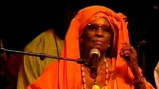 Yandé Codou Sène-YoussouNdour_Seckasysteme.flv