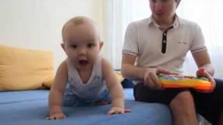 Видеооператор с сыном(Этот музыкально-танцевальный клип создан специально для видеопоздравления от Pro-films к Новому году. Сыну..., 2011-12-29T08:04:50.000Z)