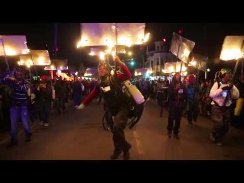 Flambeaux light the way for Krewe of Muses, Mardi Gras 2015