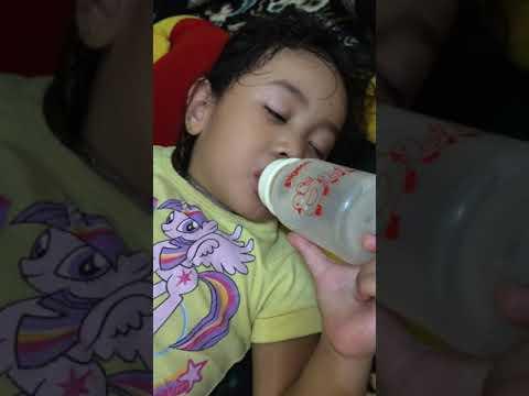 Video Lucu Anak Nyusu