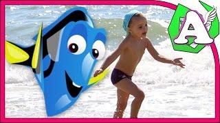 В поисках Дори на море. Играем в песке. Кушаем креветок. Готовимся к большим приключениям.(Решили отдохнуть на море! Отлично проводим время: играем в песке, плескаемся в воде, кушаем креветок. В перед..., 2016-08-08T15:39:03.000Z)