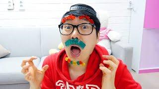 Os brinquedos geléia ficam presos na cara das Boram