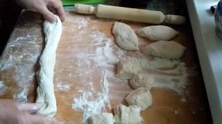 Формуємо тісто для пиріжків