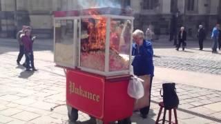 Загорелась стойка с попкорном!!!