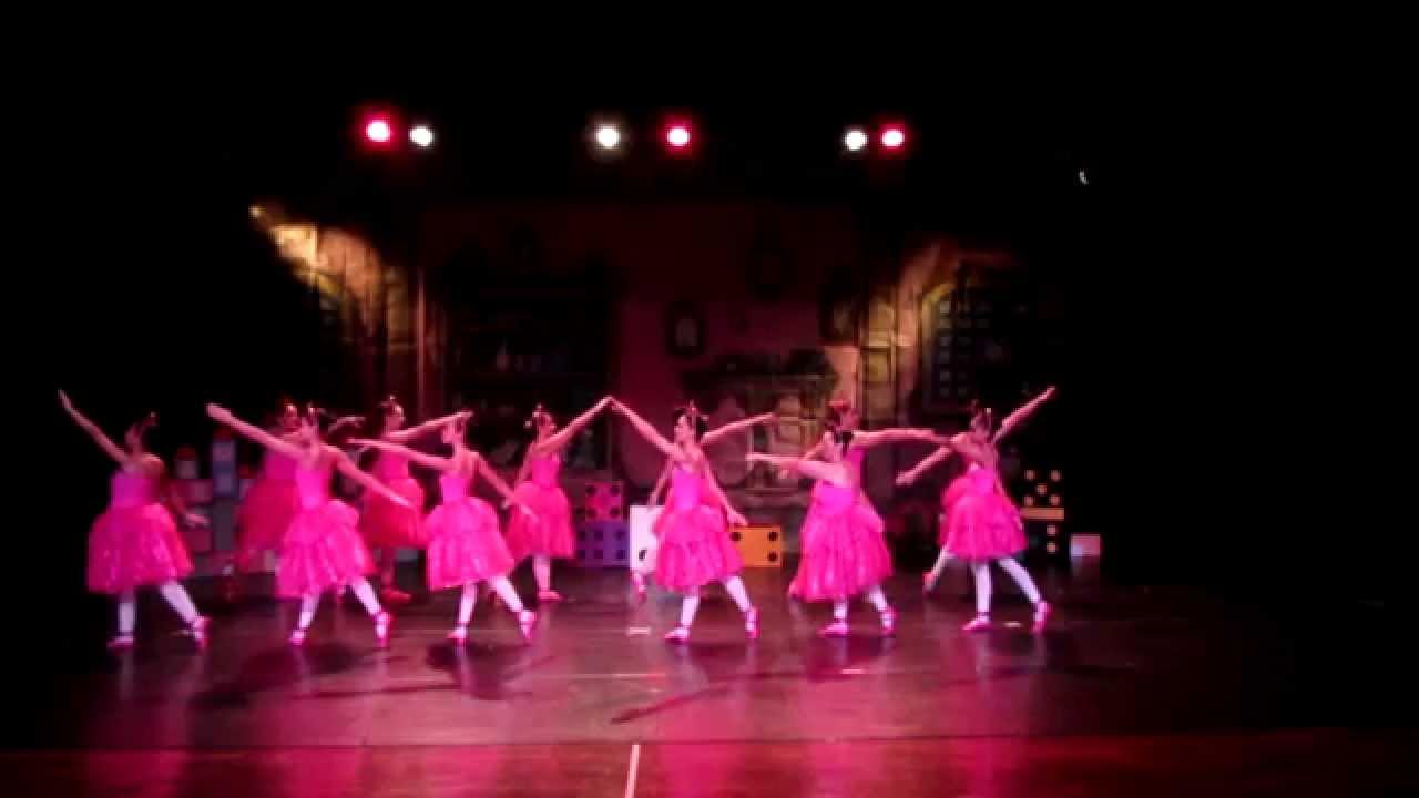 Barbie e as sapatilhas mágicas - Raquel Ballet (2014)