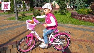 ВЛОГ купили ВЕЛОСИПЕД и СОБАЧКУ для Насти Шопинг для детей в магазине игрушек Катаемся на велосипеде