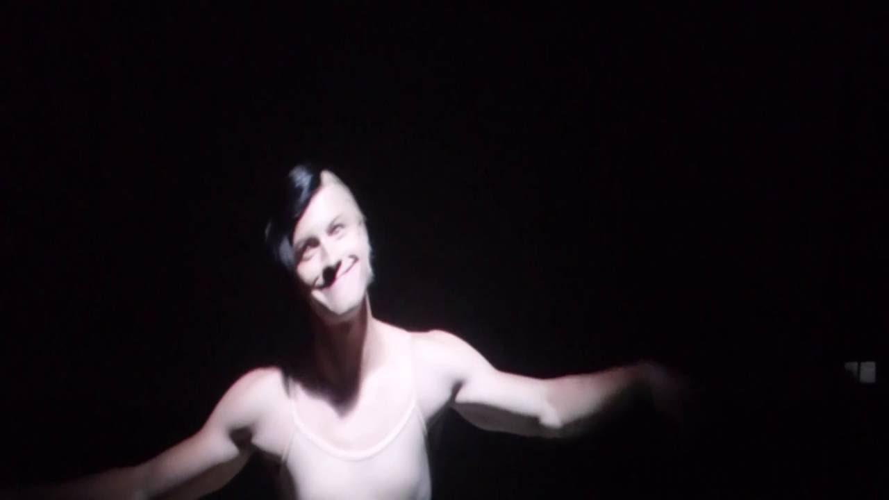 Sia - Chandelier - Live in Seattle - YouTube