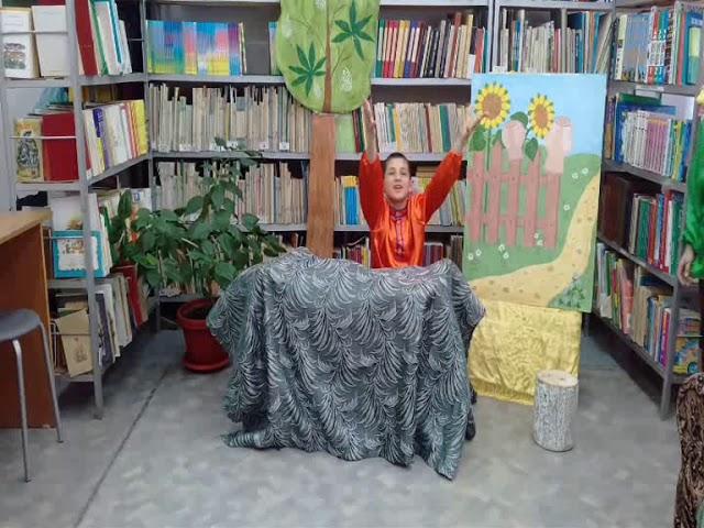 """Изображение предпросмотра прочтения – «Театр """"Смешарики""""» читают произведение «Яму копал? О. Григорьев» (Русский фольклор )"""