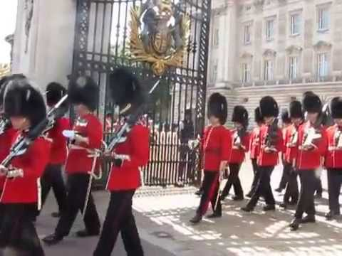 They're Changing Guard At Buckingham Palace, says Alice!
