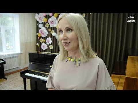 В Бийск пришло три новых пианино для детских музыкальных школ
