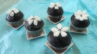 Easy with Marshmallows! Snowdrop-Decorated Rich Chocolate Cupcakes (Non-Chocolate) マシュマロで簡単デコ カップケーキ