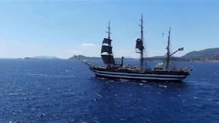 Nave Vespucci - lo spettacolare passaggio al largo dell'isola di Caprera