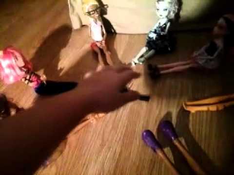 5 девушек іграли в бутилочку