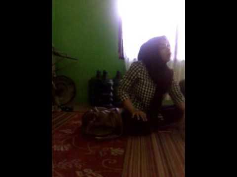 DEBT COLLECTOR PT. MEGA CENTRAL FINANCE (MCF) PERANG URAT SYARAF di rumah konsumennya