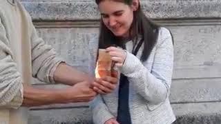 En soutien au combat de Kémi Séba un couple Français brûle l'Euro et le F Cfa