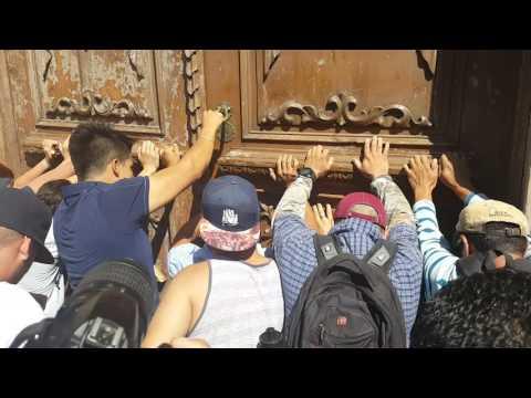 Quieren tumbar Puerta de Palacio #Chihuahua