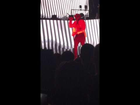Chris Brown – 2012 (live)