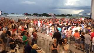 showing the massive donald trump crowd in melbourne fl 9 27 16