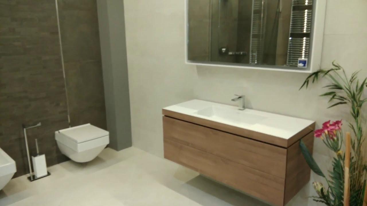 Раковина-тазик устанавливается на ровную поверхность. Встраиваемая устанавливается в тумбу или другую мебель, полностью обеспечивает маскировку труб. Раковина-консоль устанавливается путем крепления к стене на кронштейны. Наиболее популярным материалом раковин в ванной комнате.