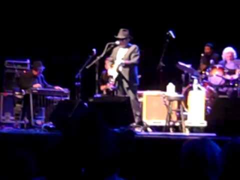Merle Haggard - Footlights (Live) 10/05/14