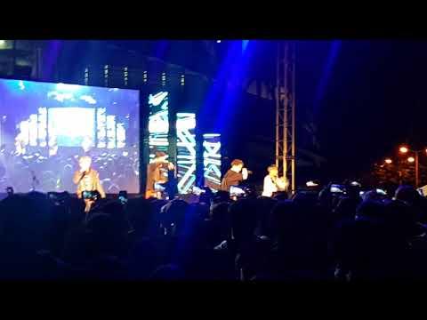ISLAND - WINNER at Sungkyunkwan Univ Suwon Festival