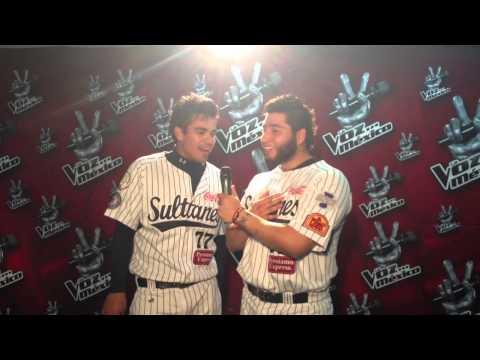 """Maxwell León y Ricky Álvarez haciendo un """"dúeto de dos"""" para la voz México"""