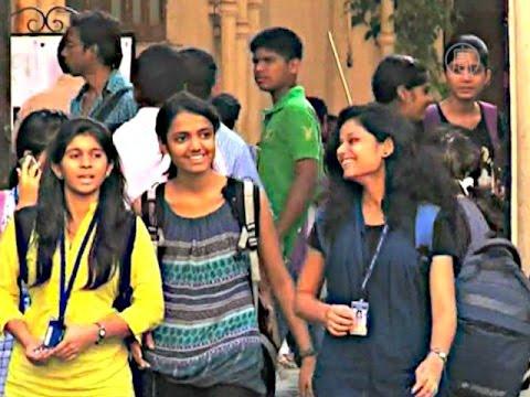 Деревенских девушек в Индии лишили Интернета и джинсов (новости)