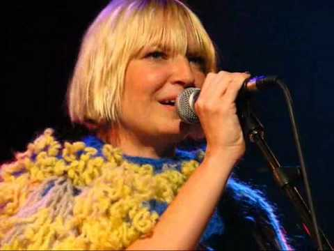 "SIA PERFORMS ""CLAP YOUR HANDS"" (ACOUSTIC) LIVE AT MTV CANADA"