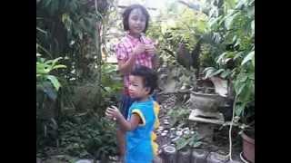 Download Video Naik Odong Odong Adel (by : Lidya) - Adik minta es MP3 3GP MP4