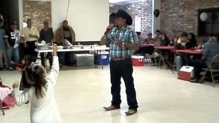 Adan cantabdo en Plainview Texas.mp4