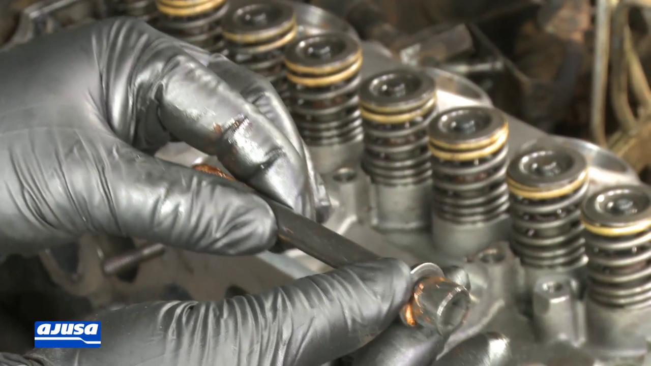 Cylinder head bolts set / Juego de tornillos MITSUBISHI L200 2 5D 4D56