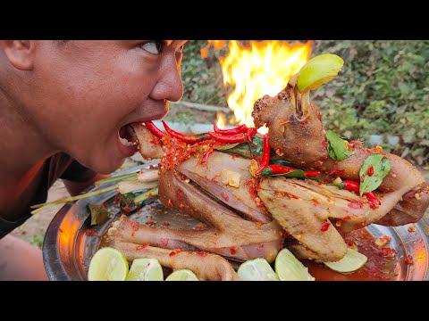 Ways to cook different dishes in my village! - BBQ Spicy Chilli Chicken Recipe Style