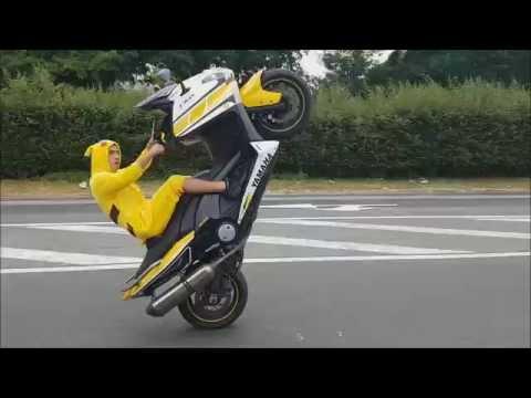 Lacrobate Pikachu En Tmax 60th Anniversary Youtube