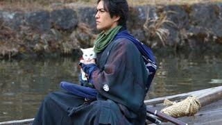 こわもて浪人と白猫コンビが評判を呼んだ『猫侍』の続編。自身の運命を...