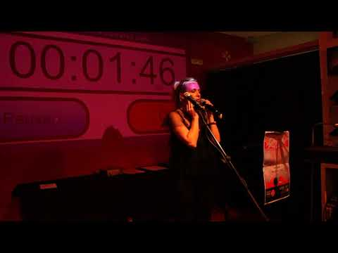 Primer Poetry Slam Tenerife: Anamaría Silitra (1ª ronda)