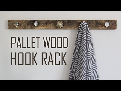 DIY | Farmhouse Pallet Wood Hook Rack for Towels, Clothes, & Bags!