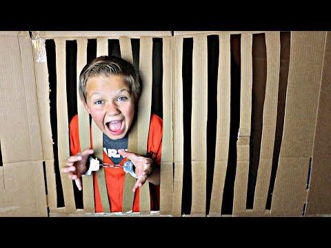 Box Fort Prison Escape!