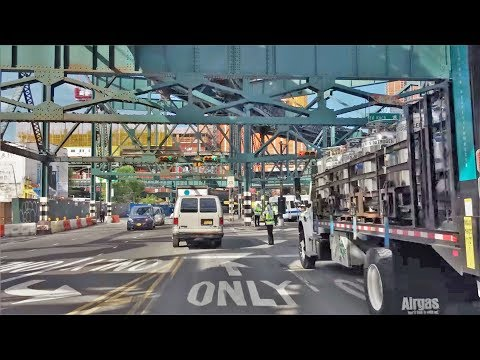 Driving Downtown - NYC's Long Island City 4K - New York USA