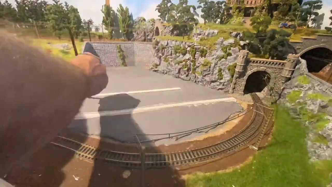 Bau meiner Modellbahn Teil 26( Gleise einlassen in Modelliermasse ) Rillenschienen.