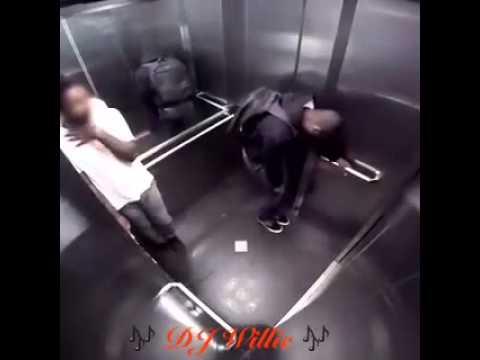 Scoreggia nell'ascensore