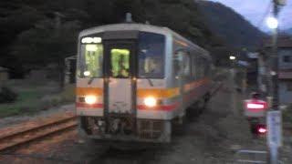 【キハ120形】JR西日本 大糸線 根知駅に普通列車到着