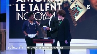 Antonio le magicien bluffe Claudia Tagbo et Roselyne Bachelot #AcTualiTy