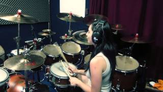 Guns N' Roses - Welcome to the Jungle [drum cover by Luciana Pereira]
