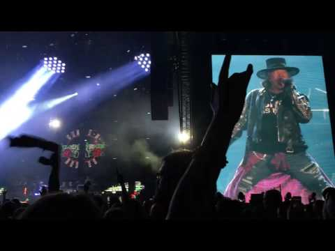 Guns n' roses performs 'Paradise City' live for Not in this Lifetime Reunion Tour