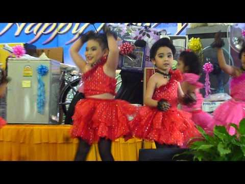 เบลล์เต้นเพลงหญิงลั้ลลา